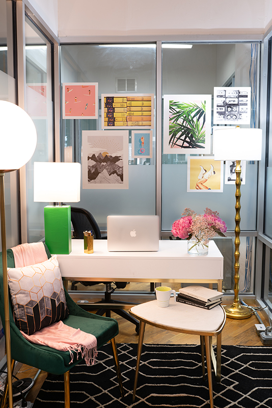 Small Work Office Decorating Ideas: Feminine and Glam ...